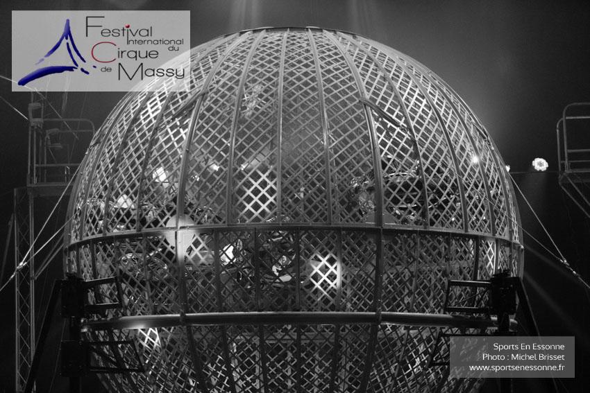 M60119A0652 - Le Globe Infernal - Les Diorios