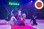 MB180110A0596-Troupe African Dream Circus - A travers les cerceaux – Éthiopie