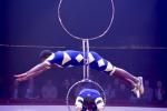 MB180112A2903-Troupe African Dream Circus - A travers les cerceaux – Éthiopie