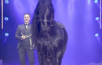 MB190110A0928-Louis KNIE - Carrousel équestre et chevaux en liberté