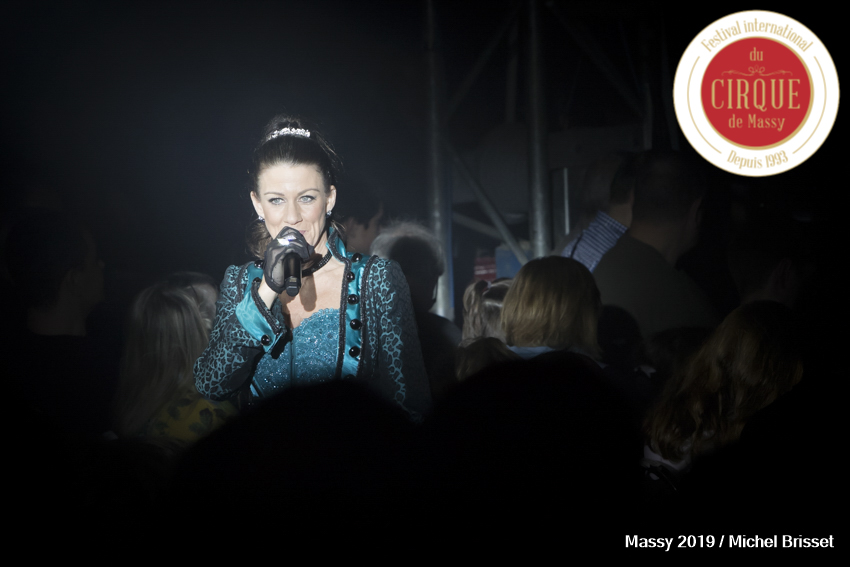 MB190112A3017-Carrie Harvey – Madame Loyal – Angleterre